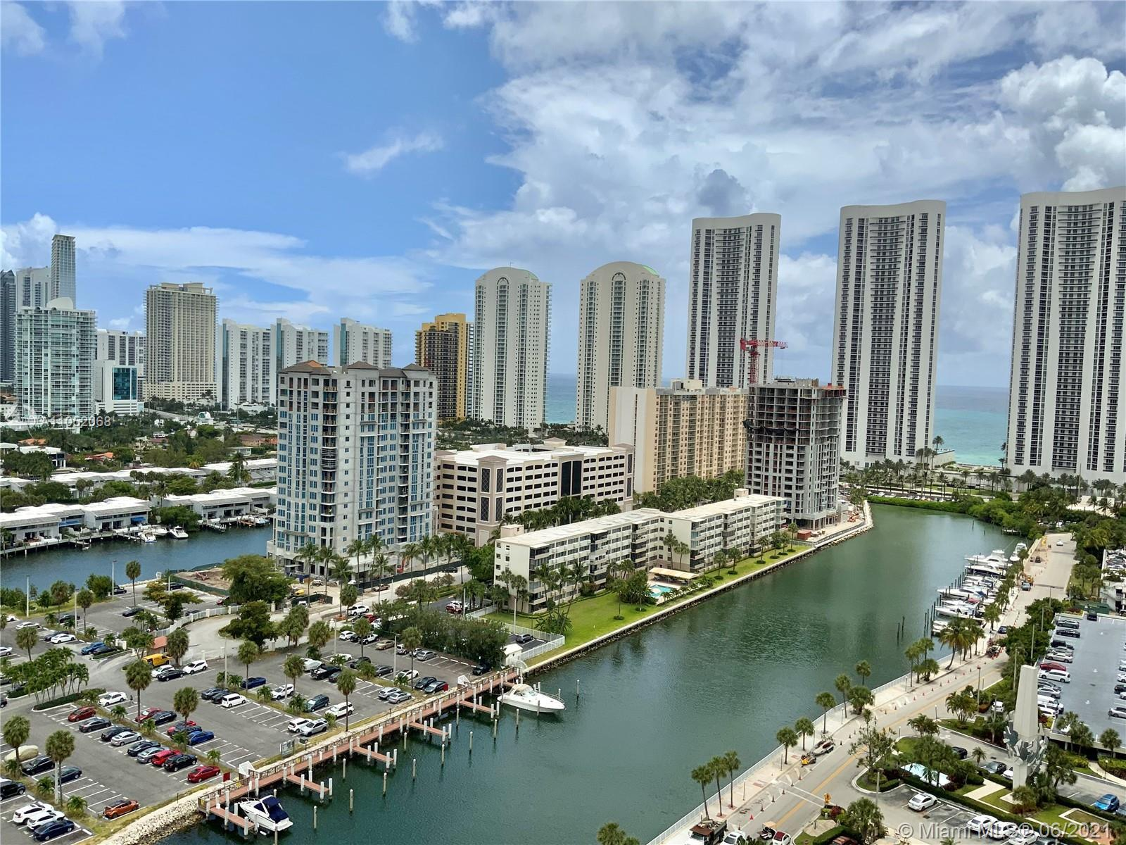 Amazing one-bedroom apartment located on the 21 first floor with a marvelous view! (intercoastal, ca