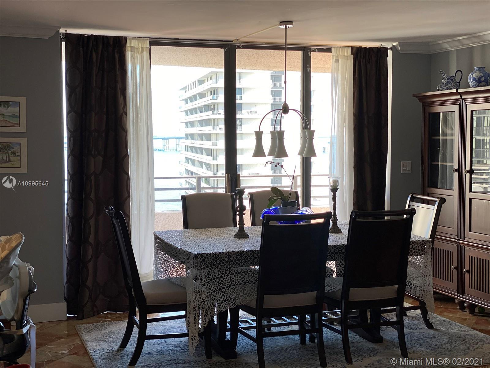 BEAUTIFUL 3/2, OCEAN FACING APARTMENT WITH WRAP-AROUND BALCONIES IN THE MIDDLE OF BRICKELL, BOUTIQUE