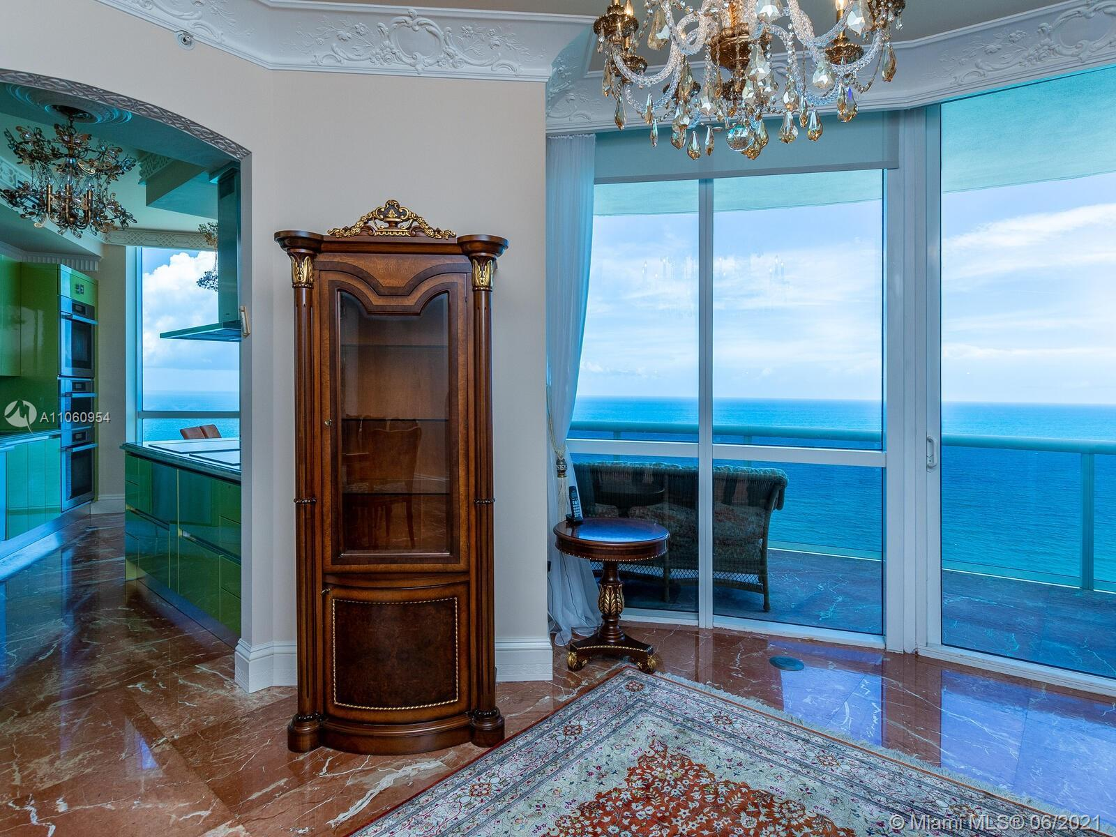 Live n the heart of Sunny Isles in a prestigious Trump Royal & enjoy luxury resort-style living in g