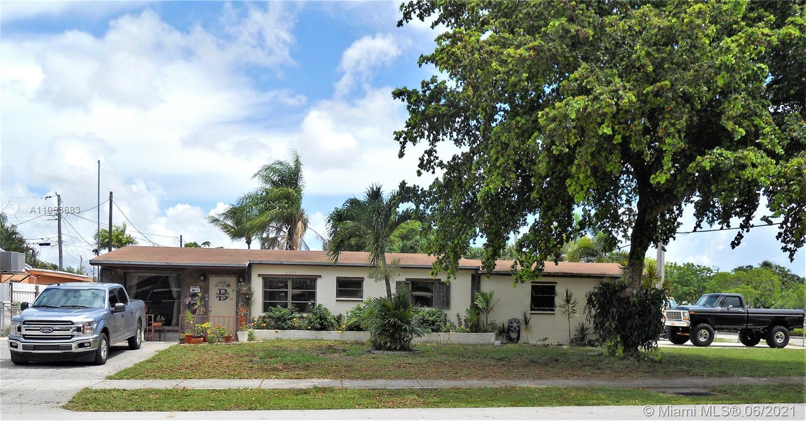 LOCATION LOCATION LOCATION! CHARMING HOME WITH NO HOA. GREAT NEIGHBORHOOD MINUTES FROM I-95, LAUDERD