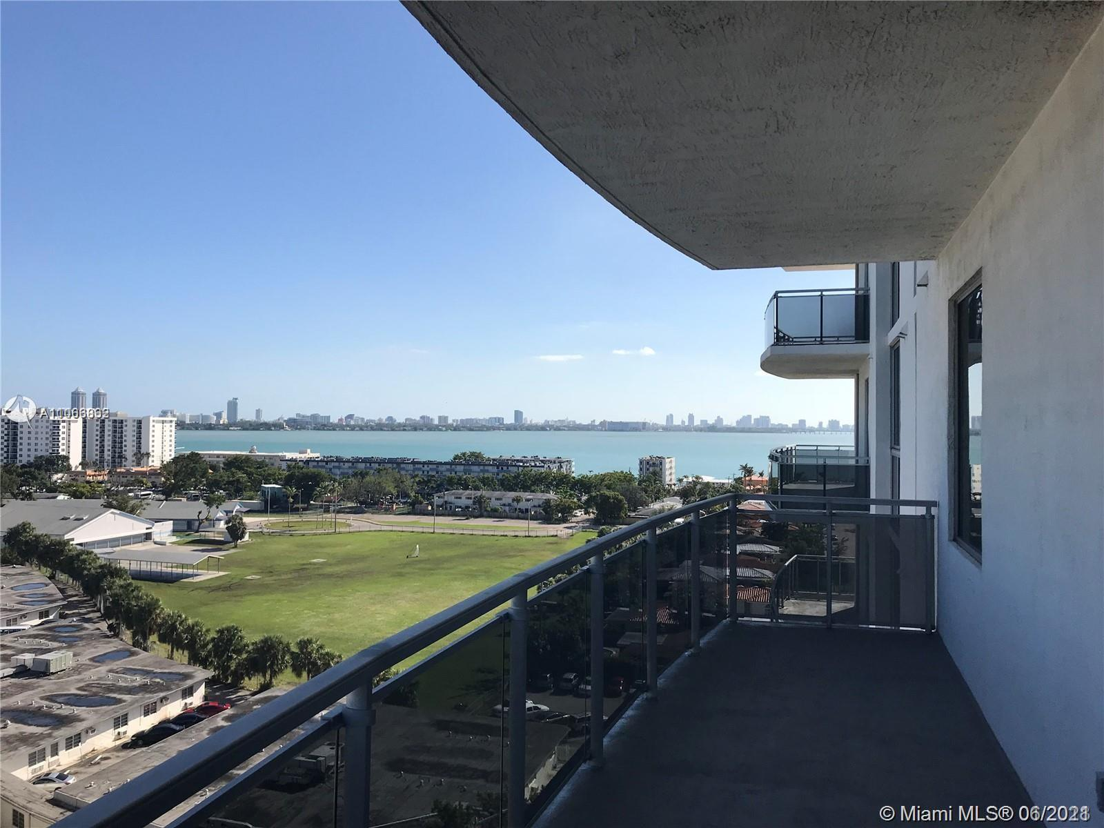 BEAUTIFUL MAJESTIC BAY VIEW CORNER 2 BEDROOMS , PLUS DEN (Can be used as full 3rd bedroom) ,PLUS 2.5