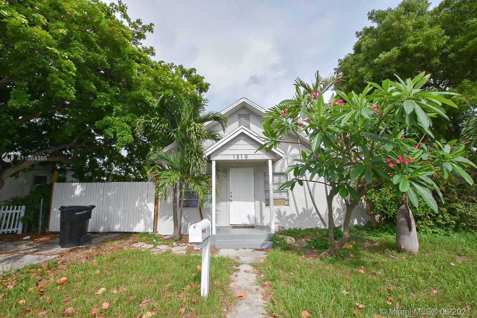 Wonderful starter 2/2 home in Lake Worth. Remodeled kitchen and bathrooms with a 6,700 Sqft Lot with
