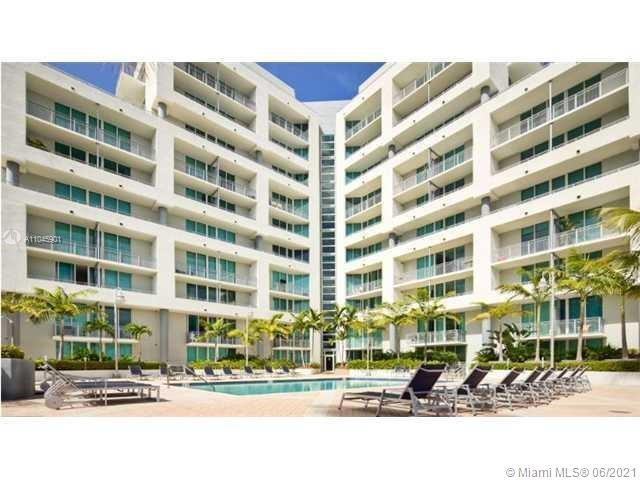 Must see! great location right on Biscayne new flooring, walk in closet. washer and dryer in unit. g