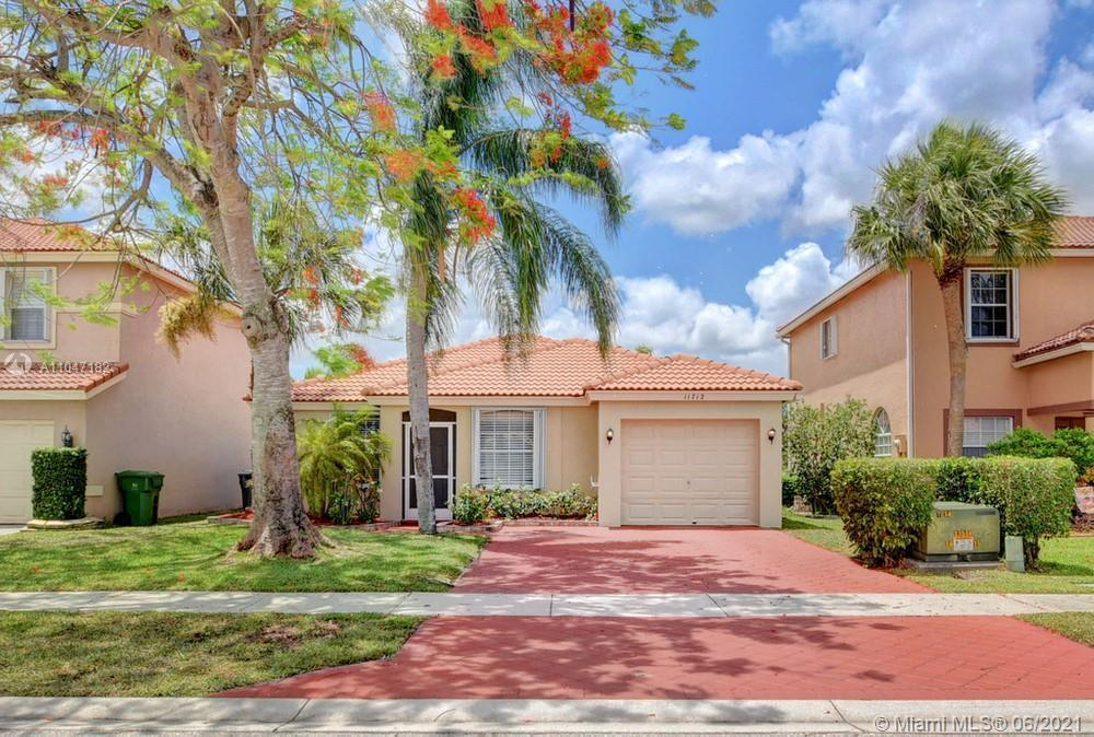 Gorgeous 3 bedroom, 2 bathroom home in the highly sought after community of Orange Point at Grand Is