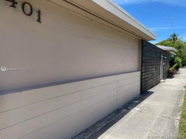 A very convenient location, renovated 3/2/2 home on the corner lot, stainless steel appliances with