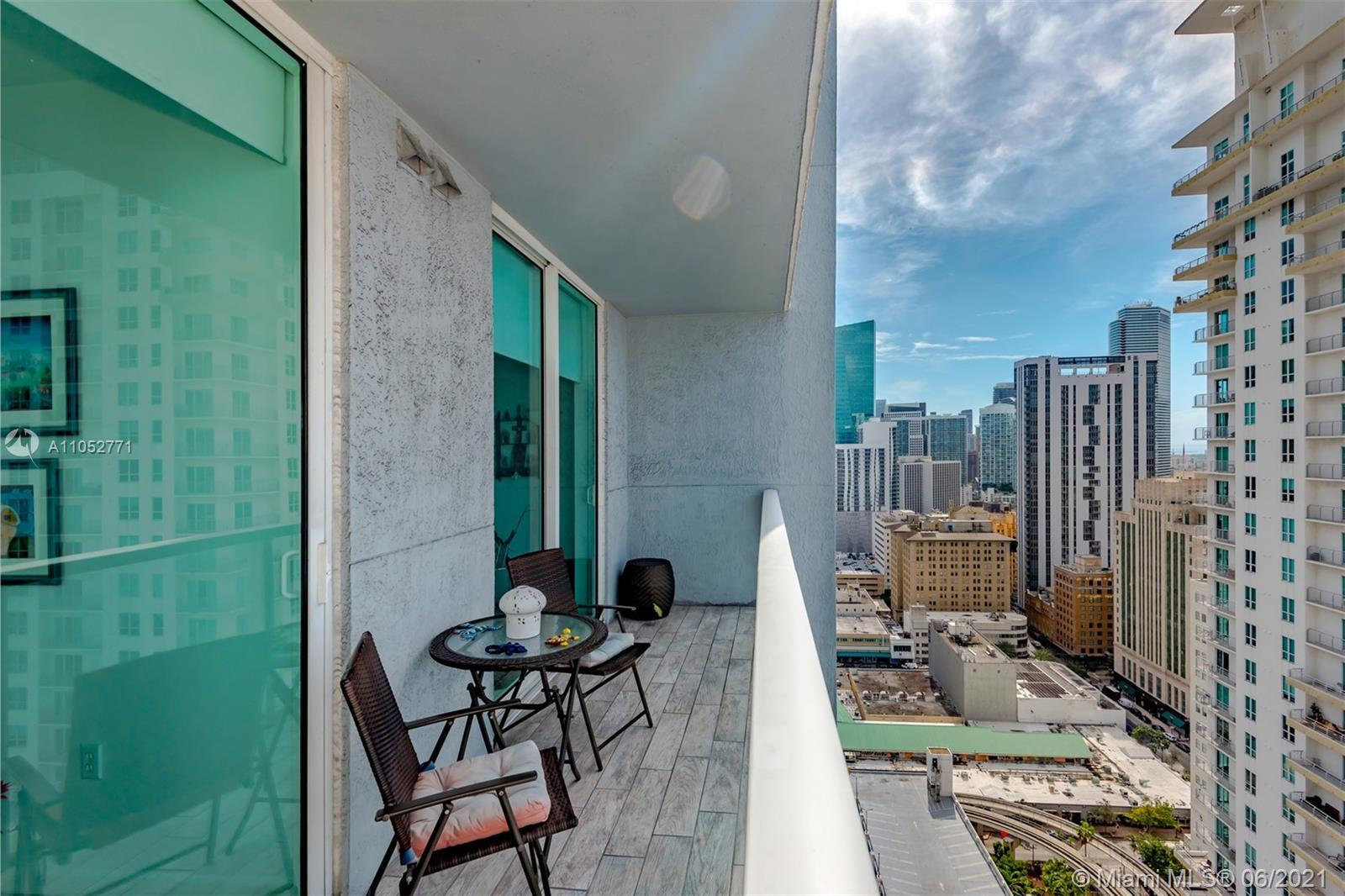 One of the most beautiful units, 1 bedroom, 1 bath, floor to ceiling windows with nice views of the