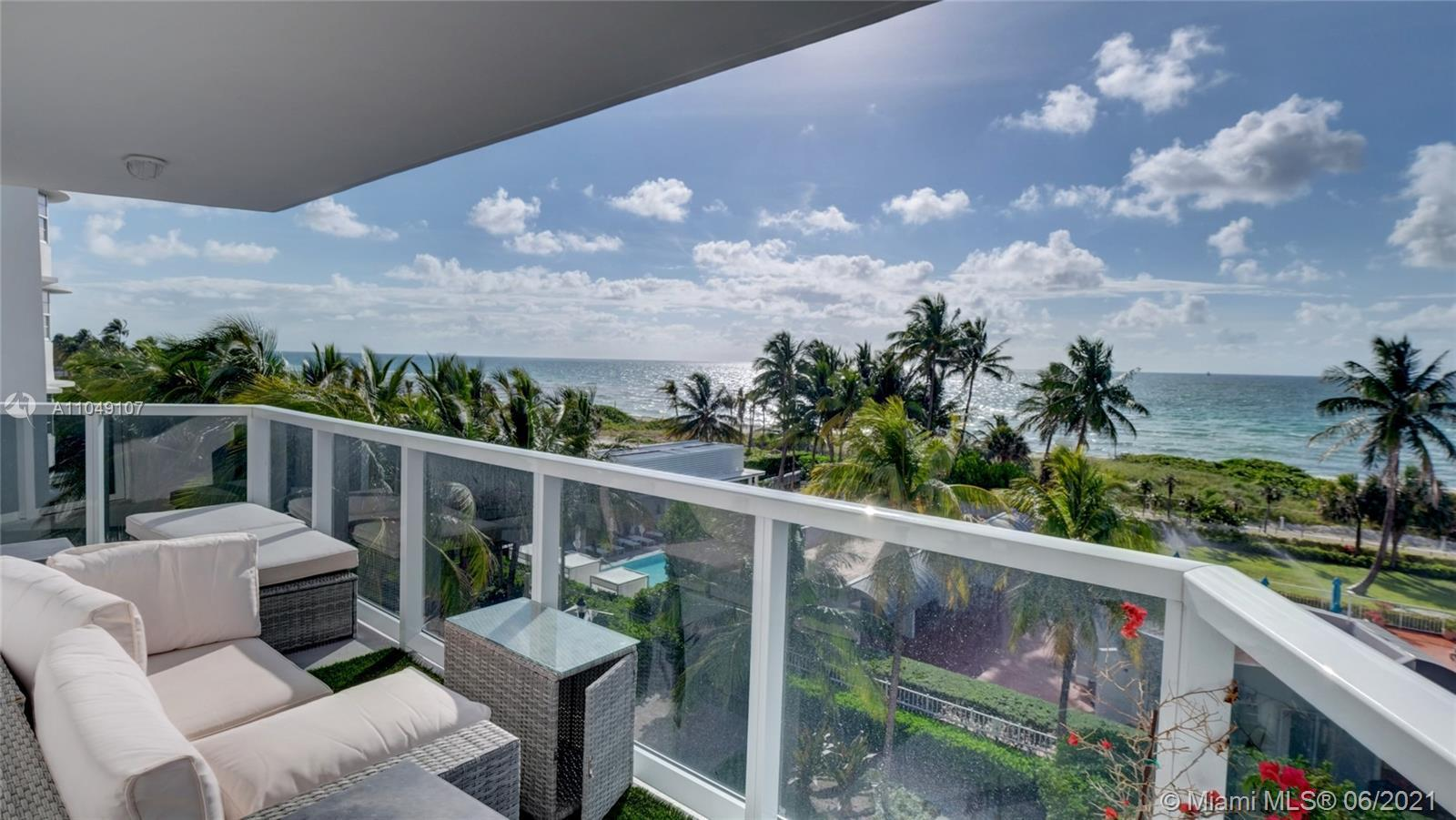 The ultimate Miami sunrise view at the Atlantic Ocean ! New renovated, GORGEOUS 2/2 bed/bath corner