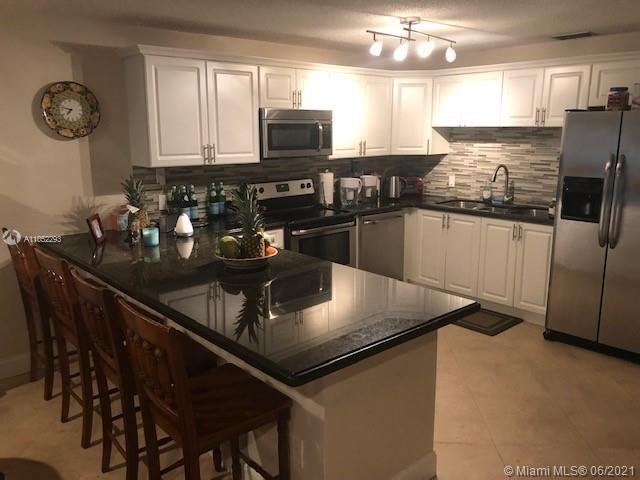 Beautiful Fully Remodeled Townhome located in the Heart of Boca Raton! Centrally located near Boca T