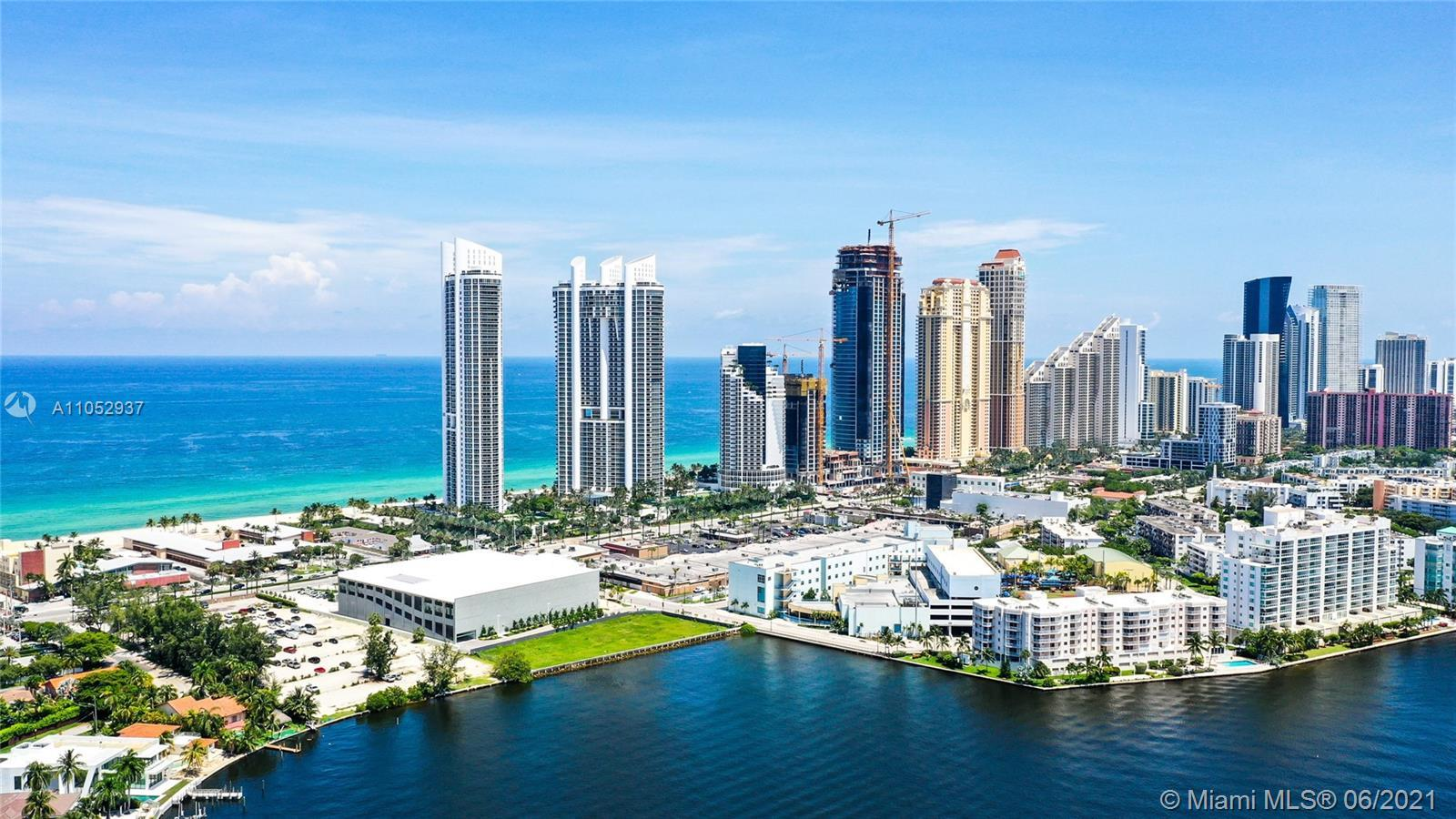 Amazing 2 bed,2.5 baths plus Den unit with Ocean views and breathtaking Intracoastal views! Unit off