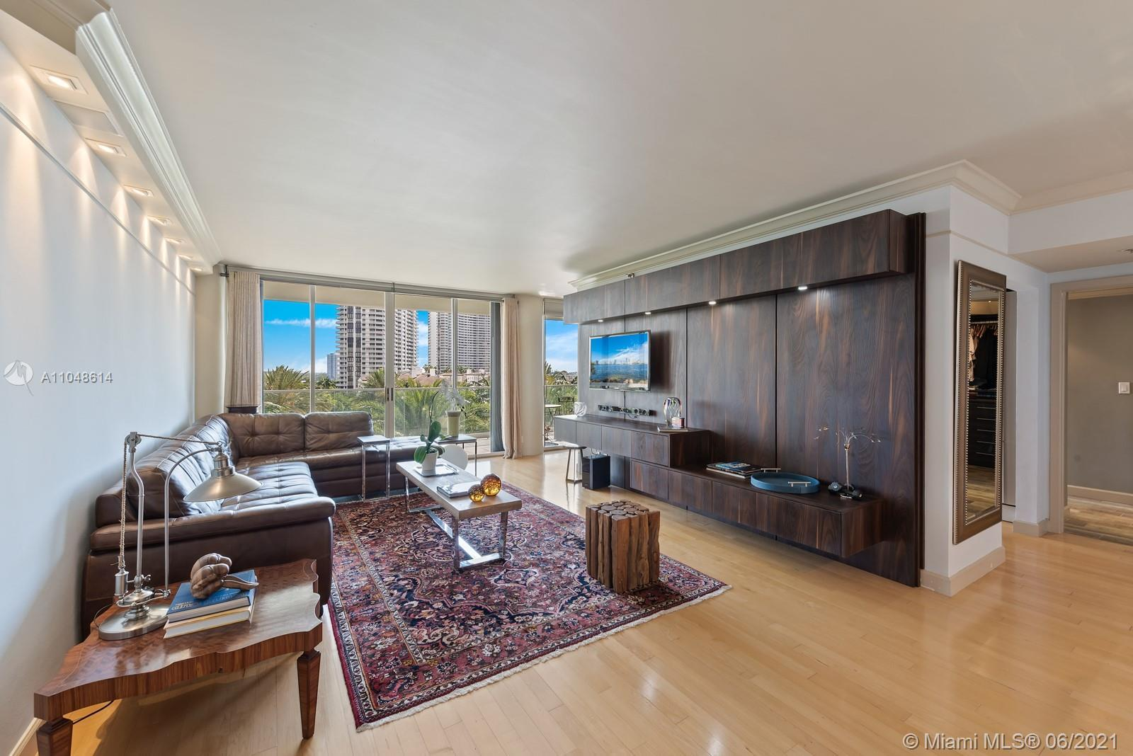FULLY REMODELED STUNNING WILLIAMS ISLAND 2 BED 2 BATH. SPECTACULAR SPACIOUS CLOSETS. BEAUTIFUL VIEWS