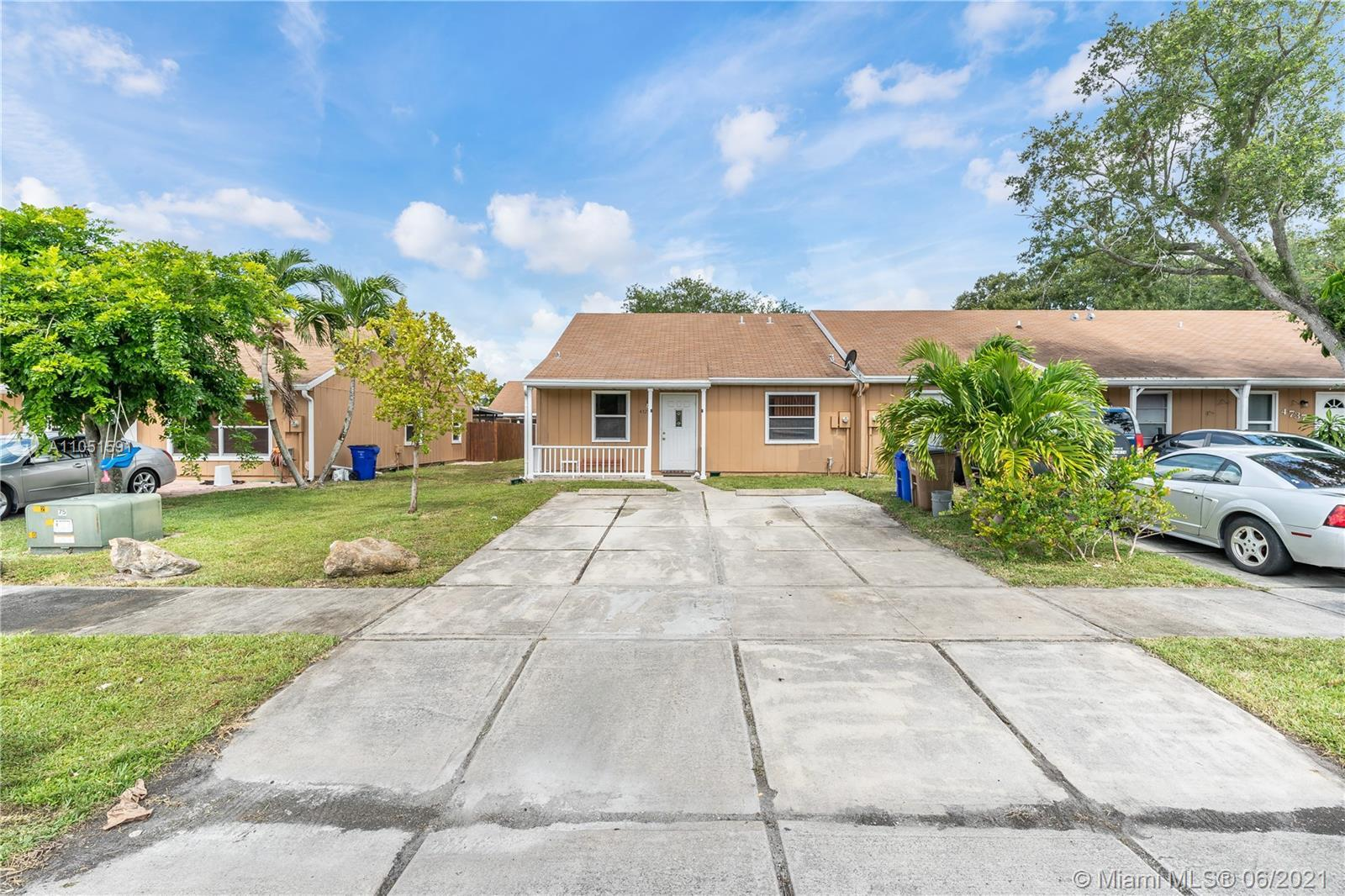 You will love this 2 Bedroom | 2 Bath villa in the community of Woodsetter North in Deerfield Beach.
