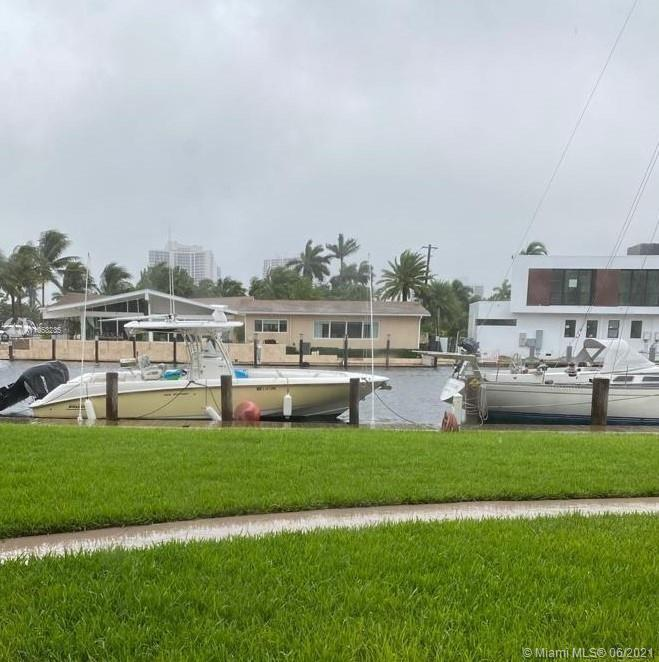 Wonderful unit in the 1st floor. 2 big Bedrooms and 2 full Baths. Beautiful view to the canal and ga