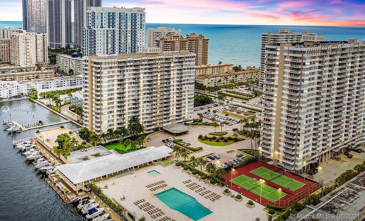 CONDO WITH STUNNING VIEWS OF THE OCEAN, BAY AND SKYLINE.  FULL SERVICE BUILDING. THE HEMISPHERES OFF