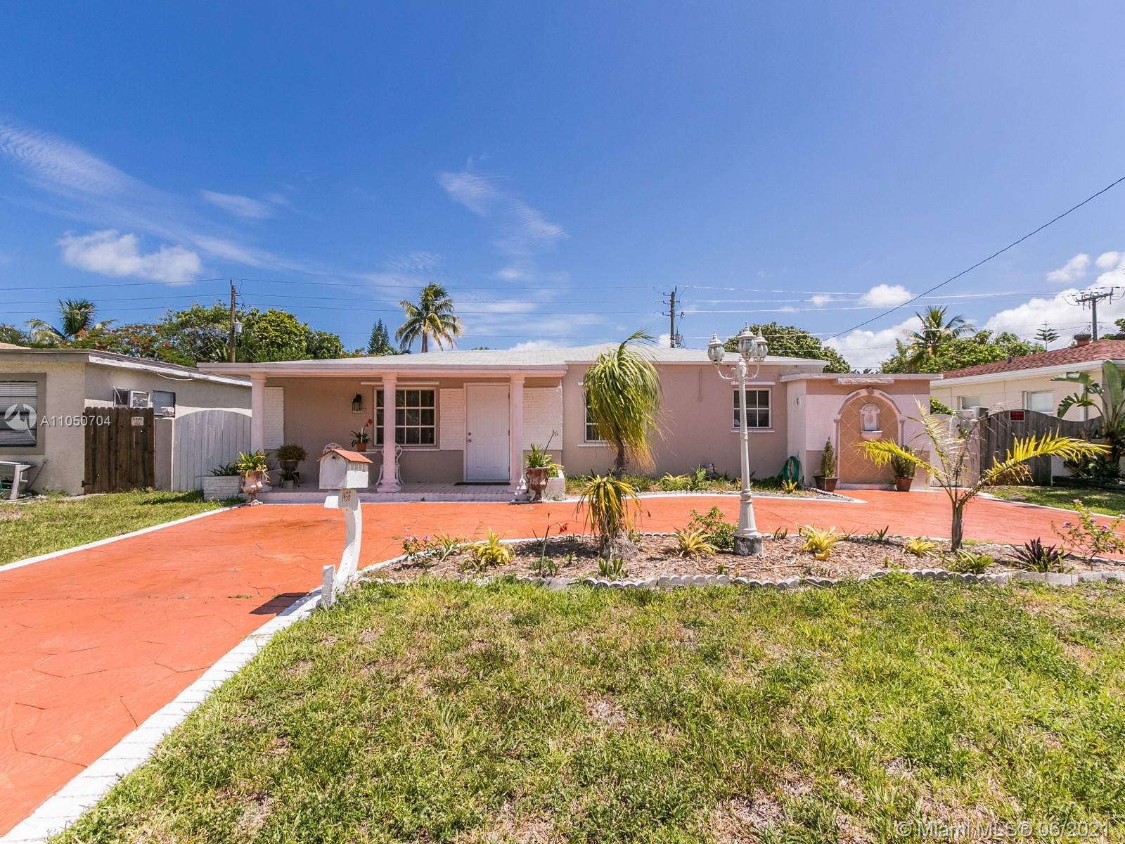 3 BEDROOM AND 3 FULL BATHROOM, 1,658 SQUARE FEET OF LIVING AREA, 8,131 SQUARE FOOT LOT, NEWER ROOF 2