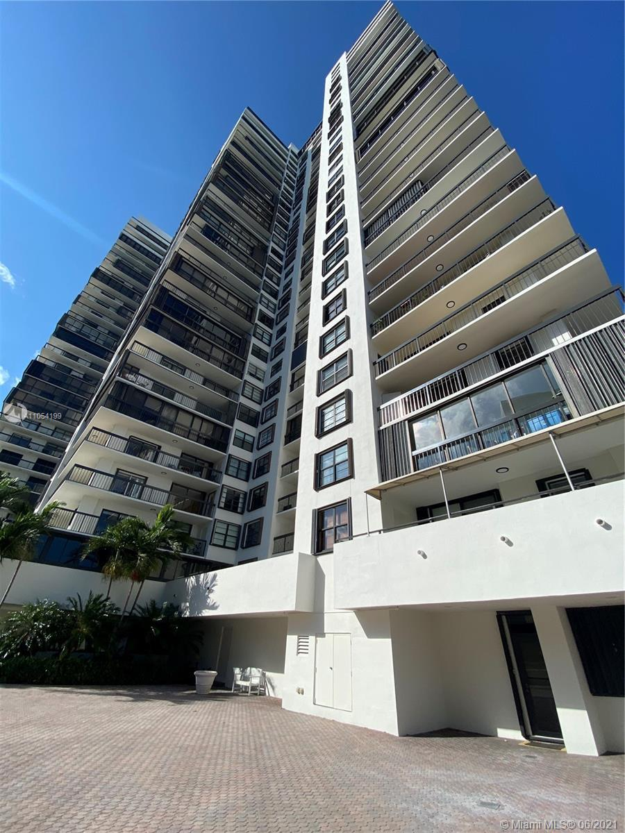 Beautiful, clean Centrally Located with the most beautiful BAY view in town!!!!. this unit has an en