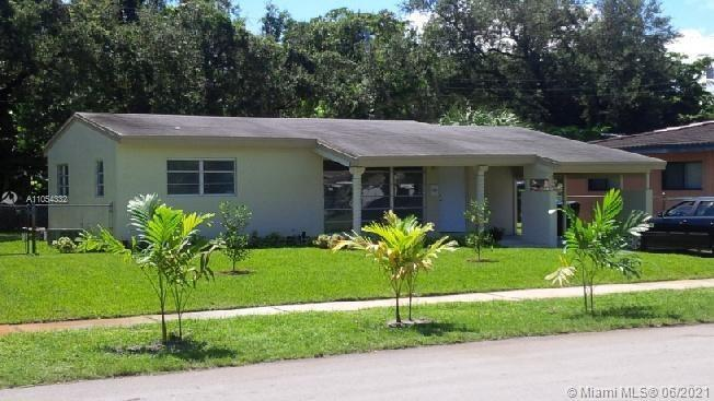 Seller willing to help with buyer closing cost! Great property in prestigious Flamingo Park Fort Lau