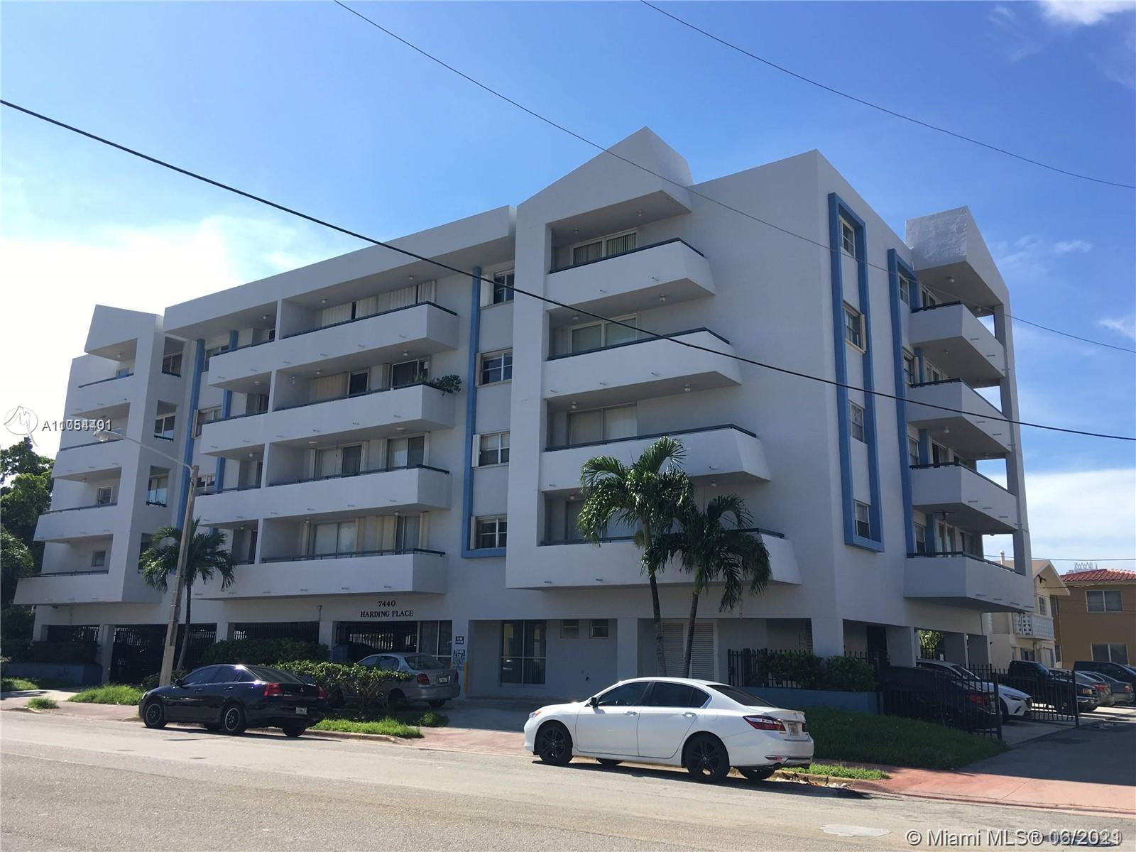 This is a 2 bedroom with a den beautiful apartment ready to move in and in a privilege location with