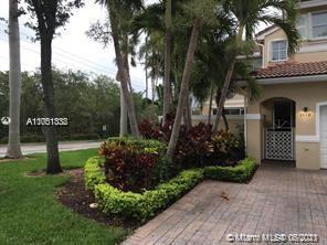 Beautiful & Tranquil West Lake Village Gated Community! 1 Mile from the ocean. Townhouse on corner L