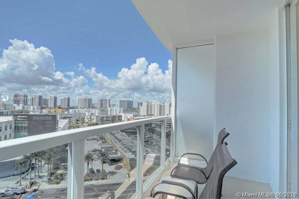 Amazing unit with an ocean view. Amazing amenities and great location!