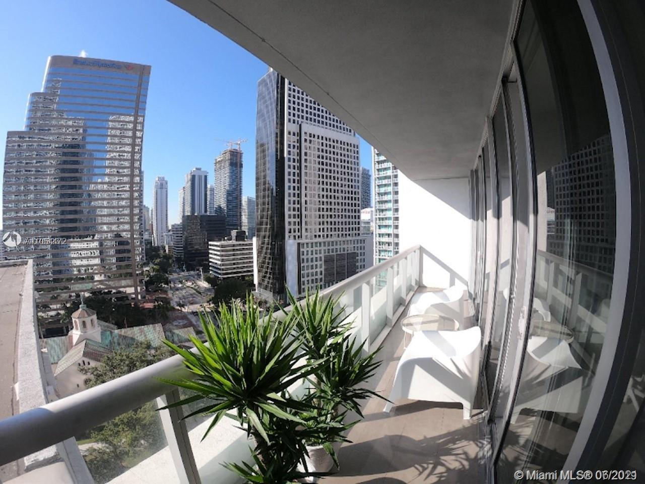 BEAUTIFUL 2/1 LOCATED IN ICON BRICKELL CONDO TOWER 3 , SHORT TERM RENTALS ALLOWED