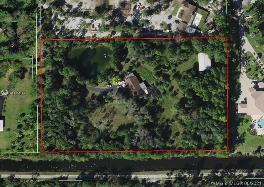 Incredible opportunity to own a private 6 acre property! Secluded location, Gorgeous tropical trees,