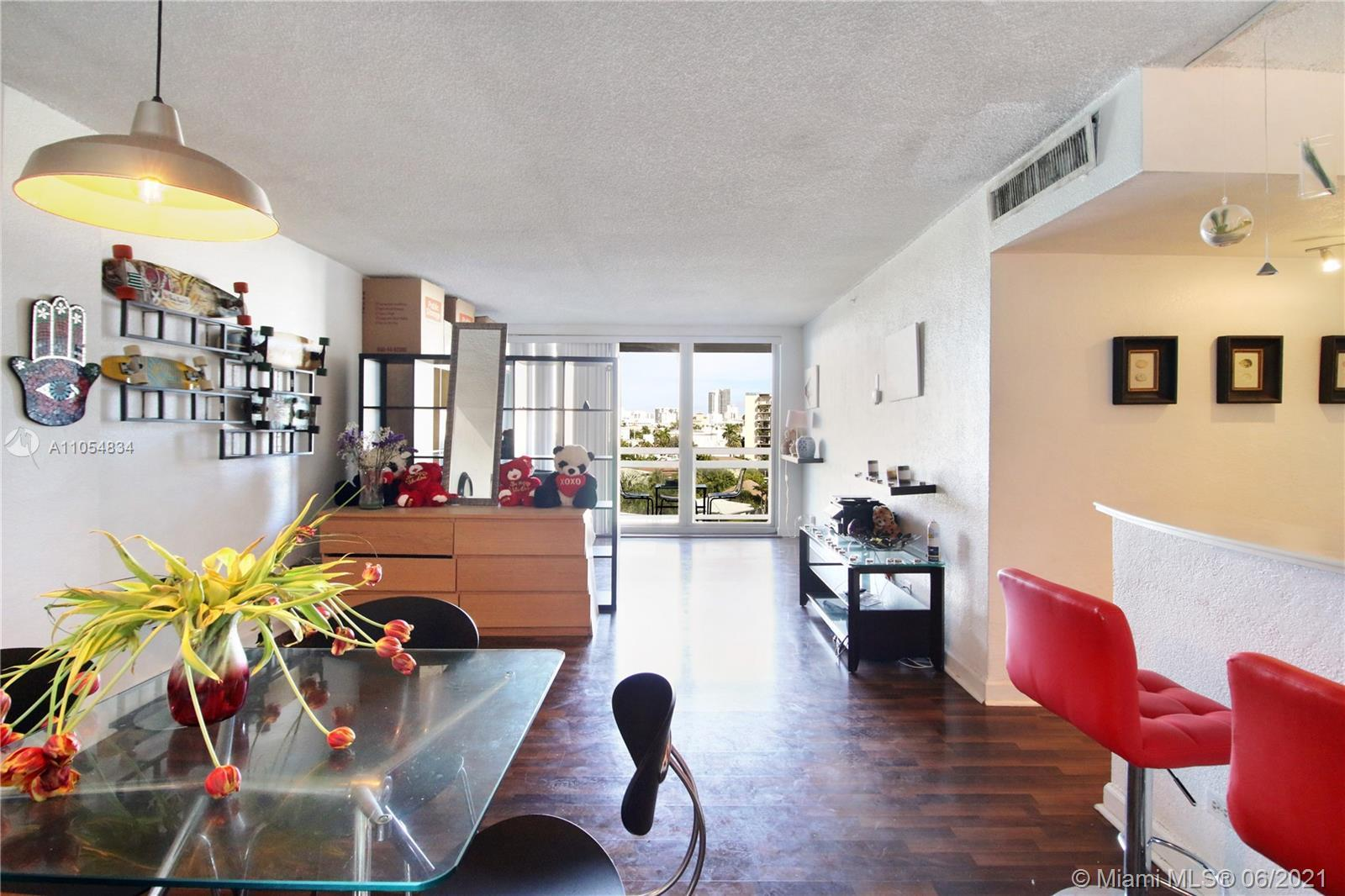 NOT APPROVED SHORT SALE The best complex in south beach, both for residents and tourists. 5 STAR BUI