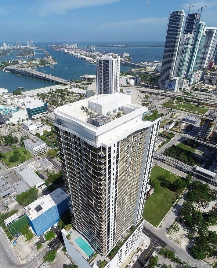 2 bedrooms 2 bathrooms in Canvas Condominium located at the A&E District. Breathtaking water views f