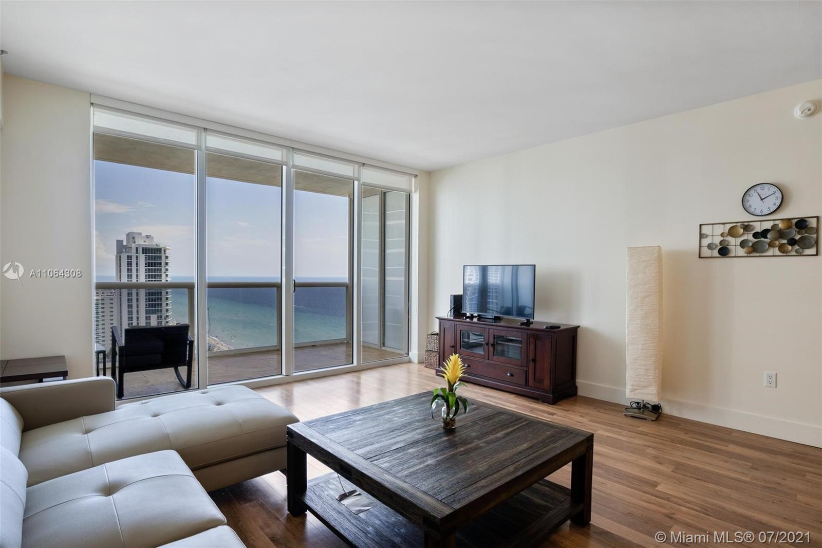 Breathtaking ocean views from this 22nd floor studio apartment. This exquisite unit offers a euro st