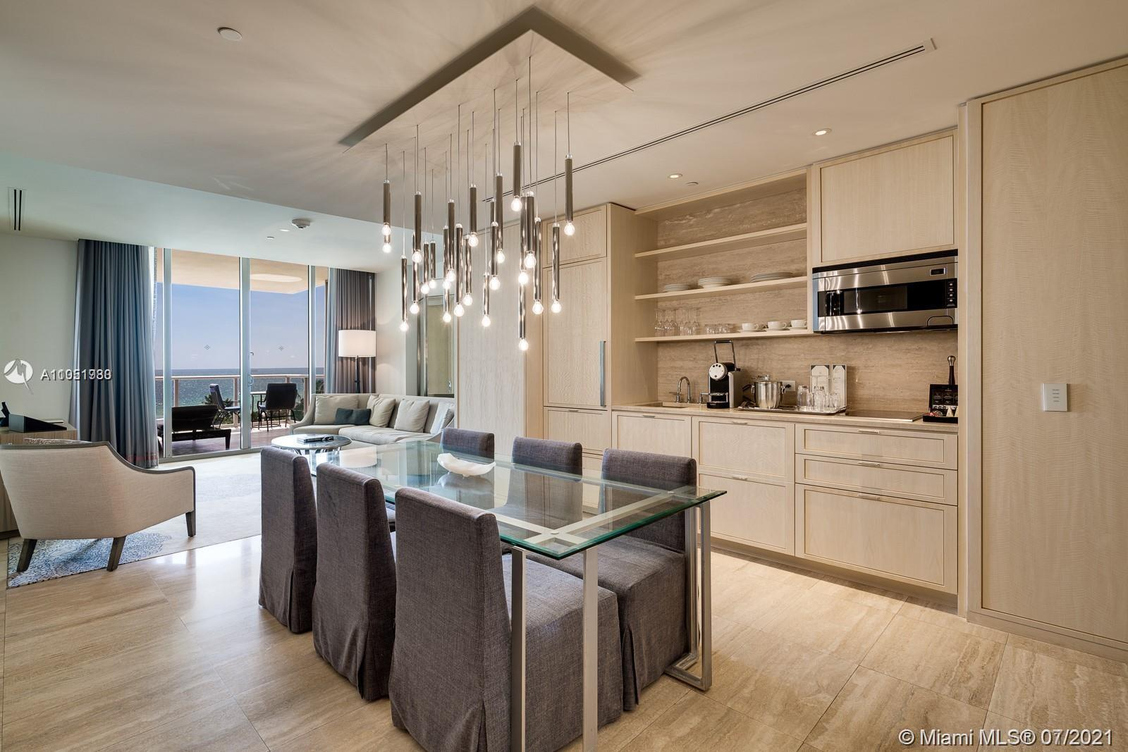 Beautiful 1 BED 2 BATH + DEN CONVERTIBLE IN A 2 BEDS condo located in the luxurious area of Bal Harb