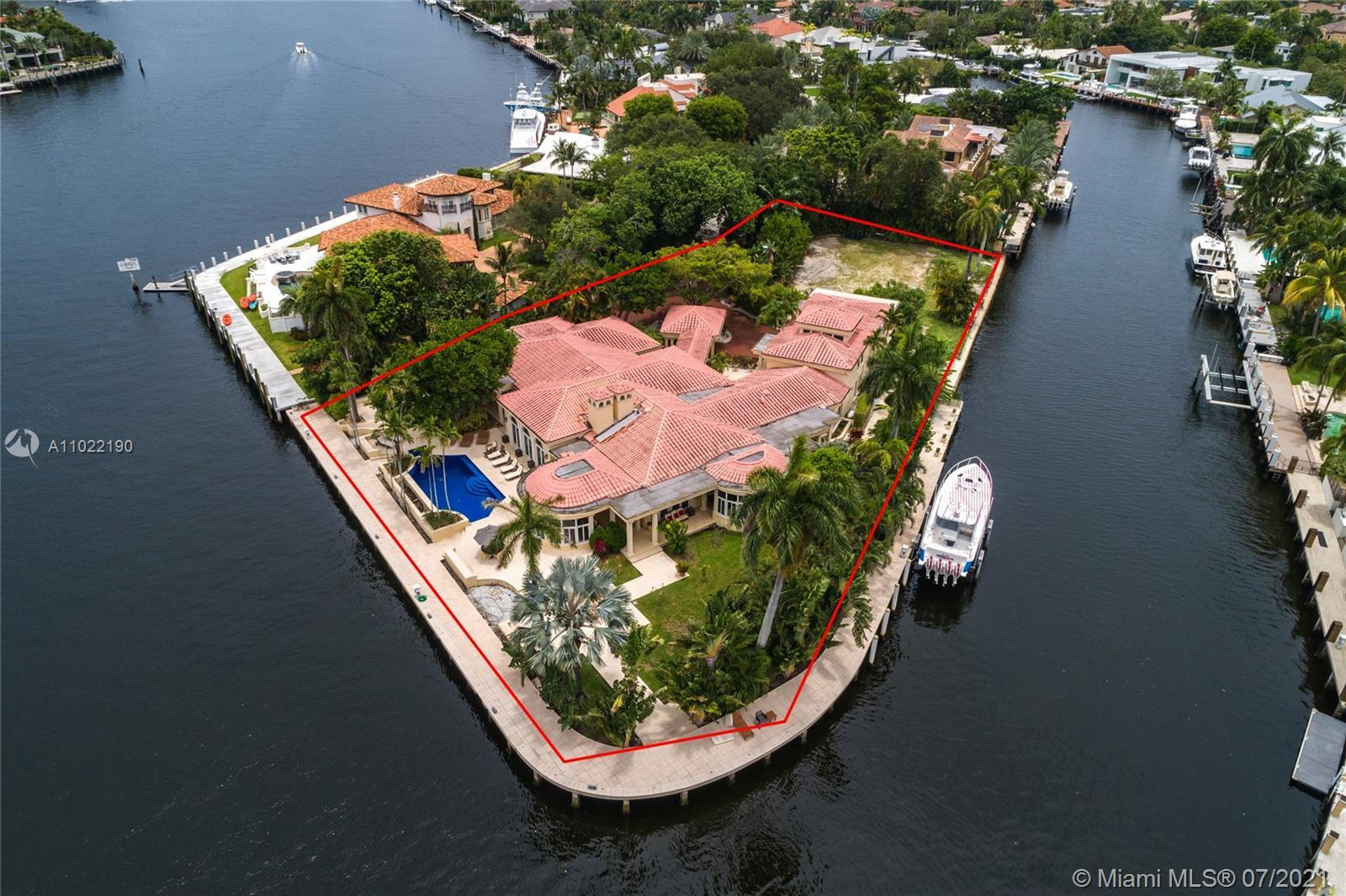 Luxurious Estate in Las Olas! Idyllically located on a private 1.14-acre point lot on the Rio Grande