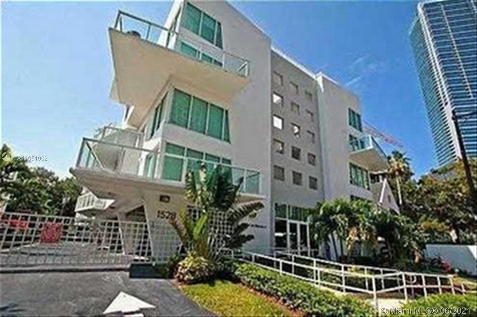 Boutique building in the best part of Brickell Avenue within walking distance to Brickell shops and