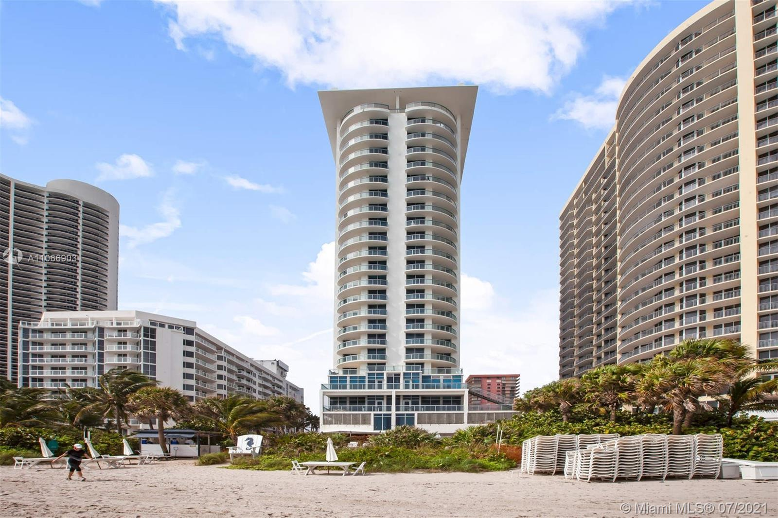 Fully furnished 2/2 apartment with amazing Bay and partial Ocean views at the SOLE Condo-Hotel at de