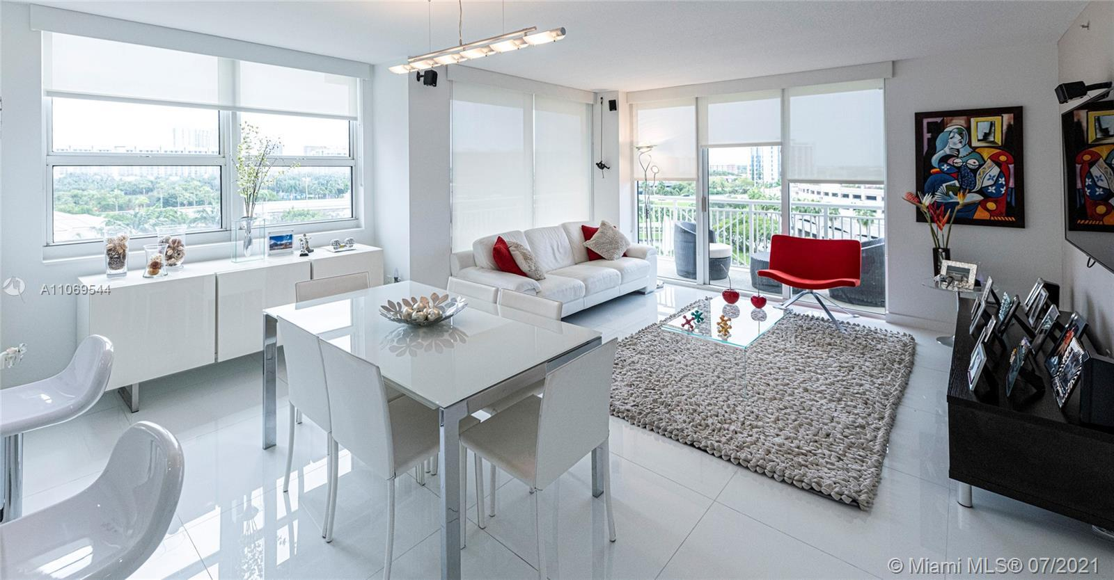 Spectacular unit, completely remodeled, NEW Italian kitchen, stainless steel appliances & white quar