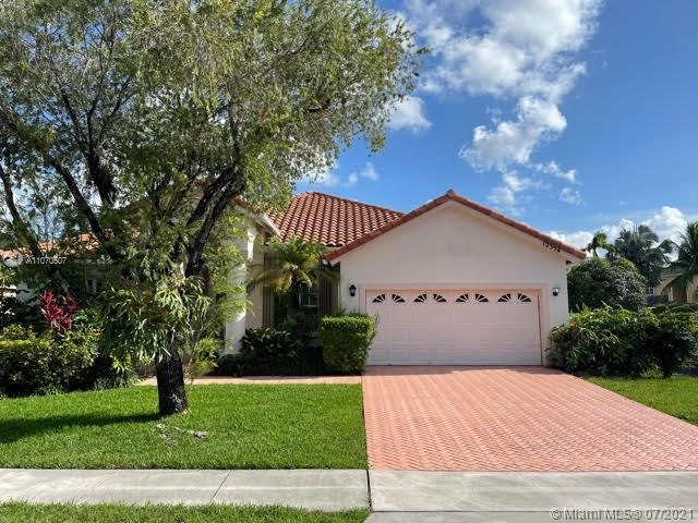 PRICE REDUCED, MOTIVATED SELLER!!!! GREAT OPPORTUNITY TO LIVE IN BOCA FALLS! NEWER KITCHEN CABINETS,