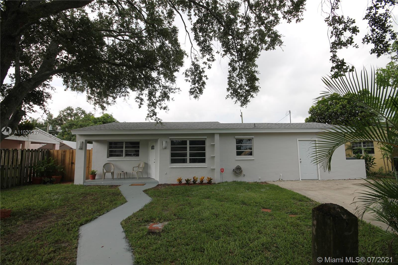 GORGEOUS MOVE-IN READY 3 BED 2 BATH HOME. THIS HOME IS VERY WELL KEPT AND FEATURES**A BONUS 1/1 CONV