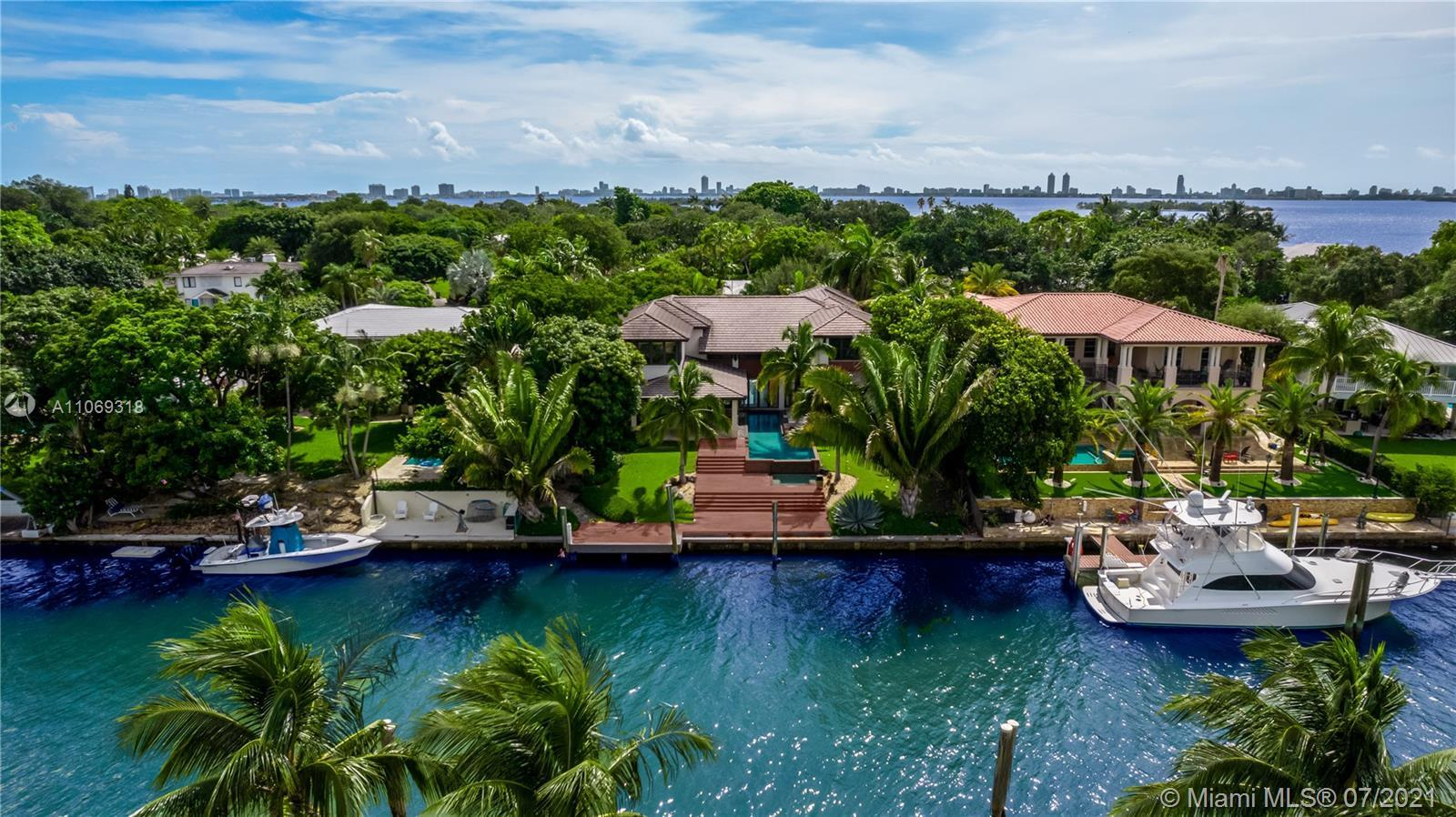 Boater's dream with direct access to the Bay in the most exclusive private island at the upscale gat