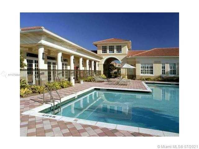 NICE TRILEVEL TOWNHOUSE IN AVENTURA. BEST LOCATION. BEST SCHOOLS. 2 CAR GARAGE, PORCELAINE AND WOOD