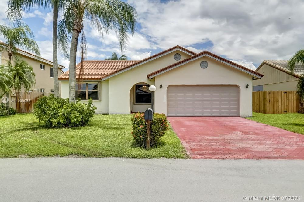 Lovely 3 bedroom, 2 bathroom single family home in Davie! This perfect starter home or investment op