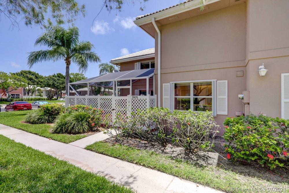 Lovely 2 bedroom, 2 bathroom townhome in West Palm Beach! This perfect starter home or investment op