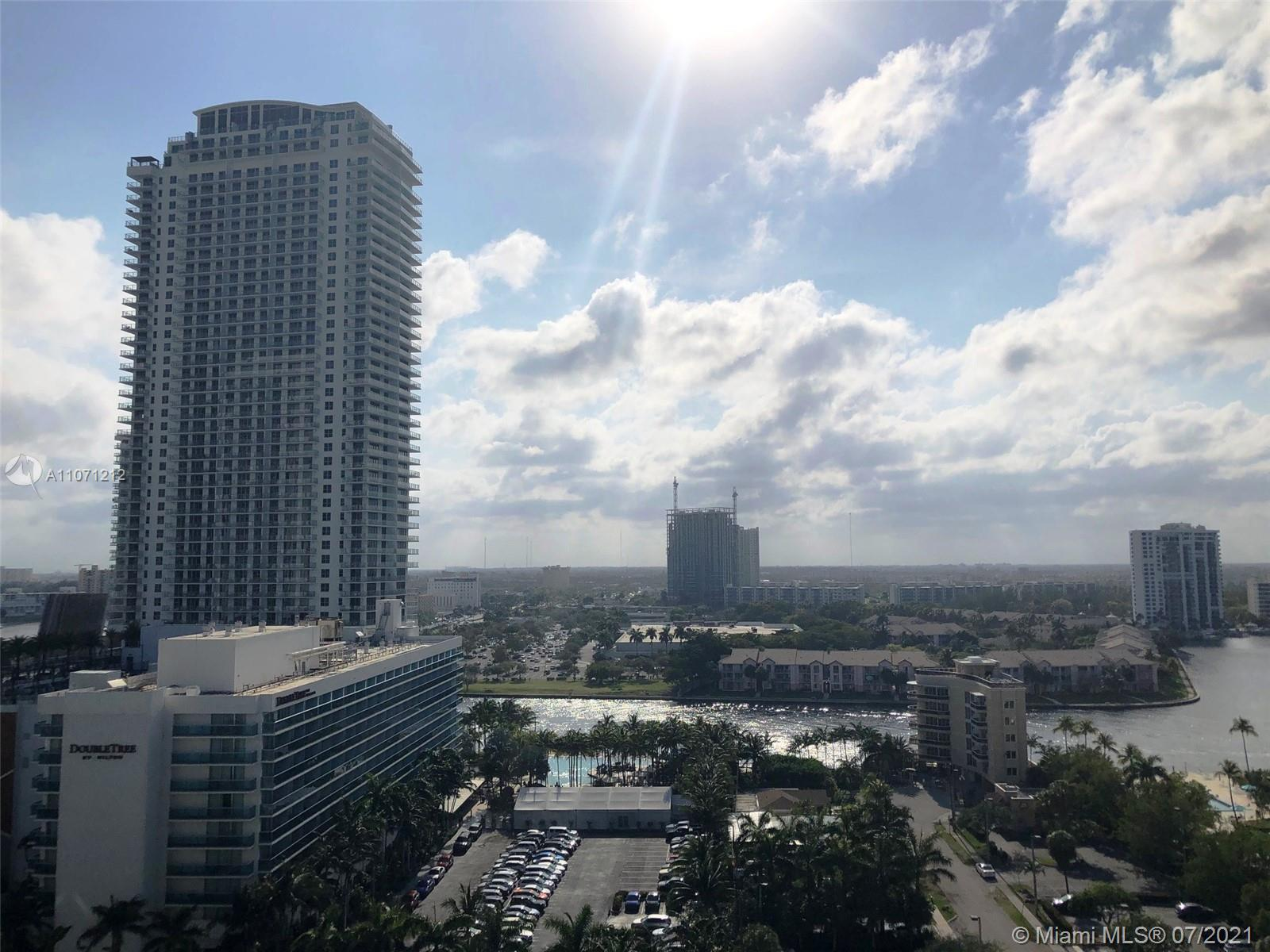 HOT,HOT HOLLYWOOD BEACH,FL. MID-LUX RESORT STYLE CONDO DIRECTLY ON THE OCEAN. TOP FLOOR CORNER 2BR/2