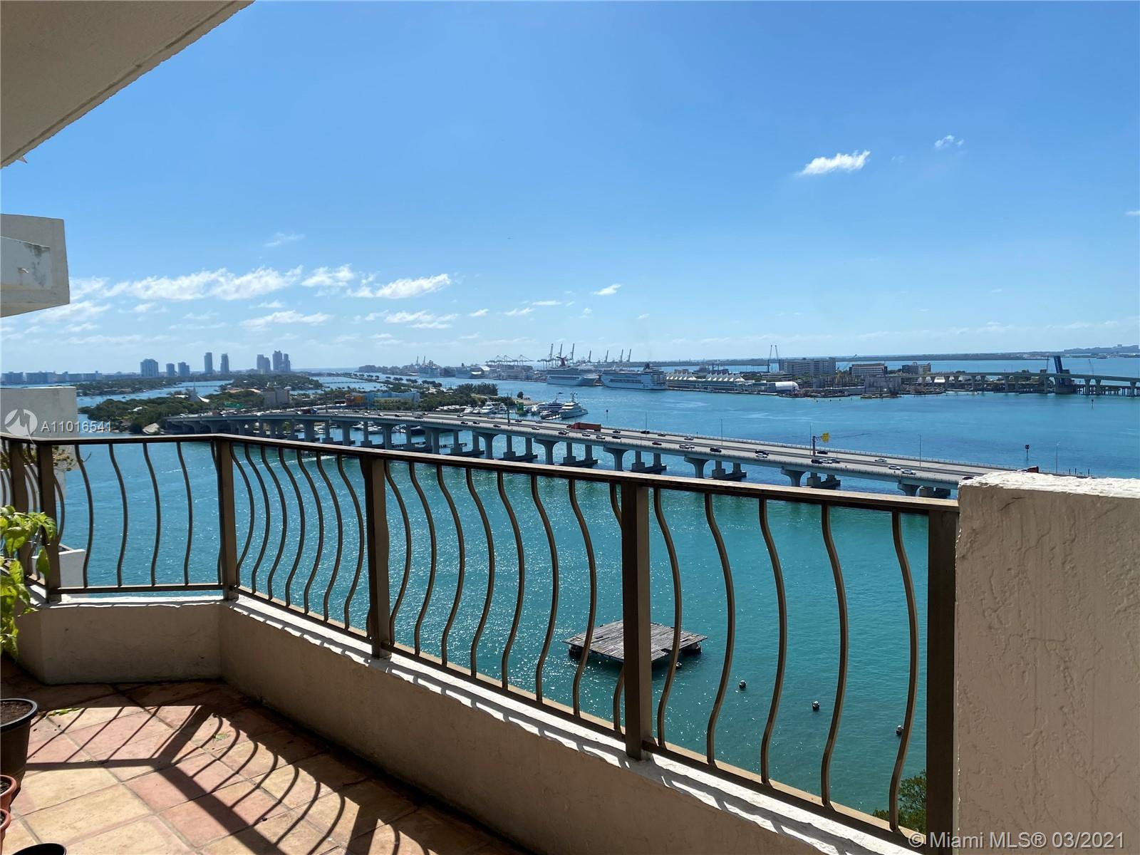 Breathtaking direct Bay views as soon as you enter the apartment of Biscayne Bay and Miami's skyline