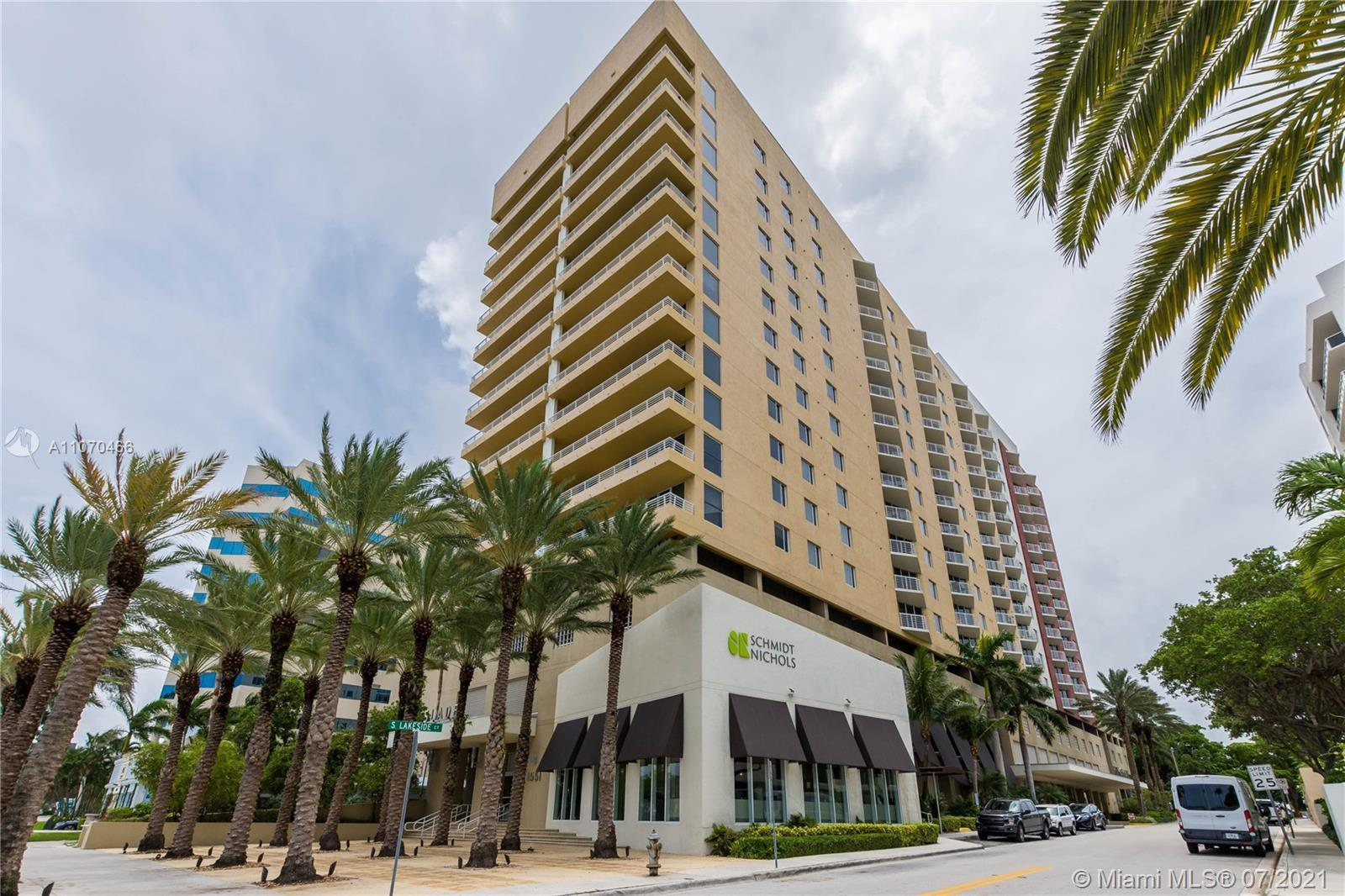 DOWNTOWN WPB CONDO WITH FABULOUS NE INTRACOASTAL VIEWS, UPGRADED CALIFORNIA CLOSETS, CROWN MOLDING,