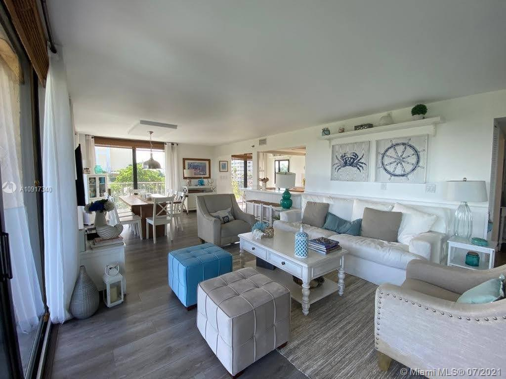 Welcome to your beach house! A dream location with a wraparound corner facing the ocean!! Recently u