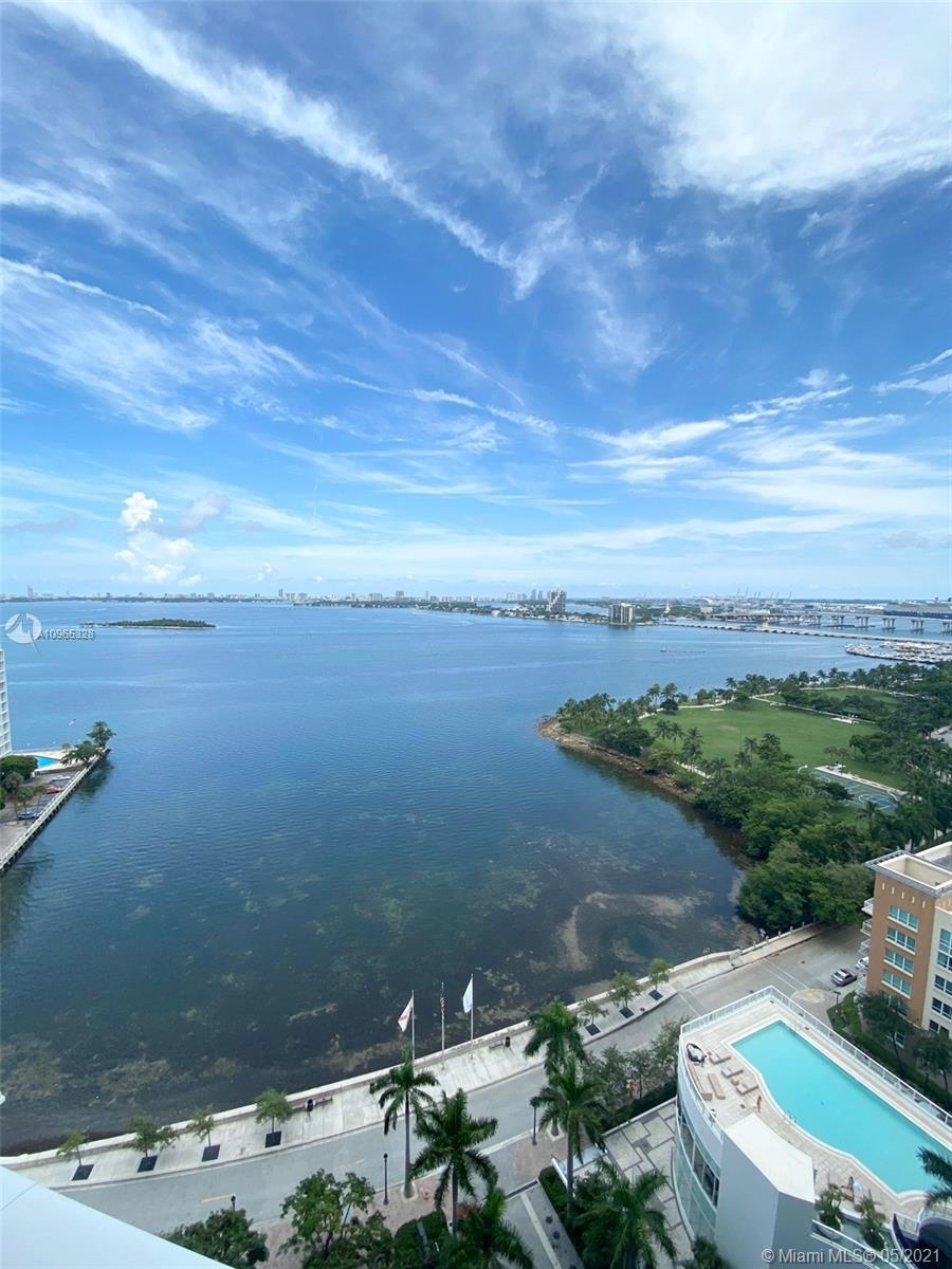 AMAZING AND DIRECT VIEWS OF BISCAYNE BAY & MIAMI BEACH. WHITE PORCELAIN AND STATE OF THE ART APPLIAN