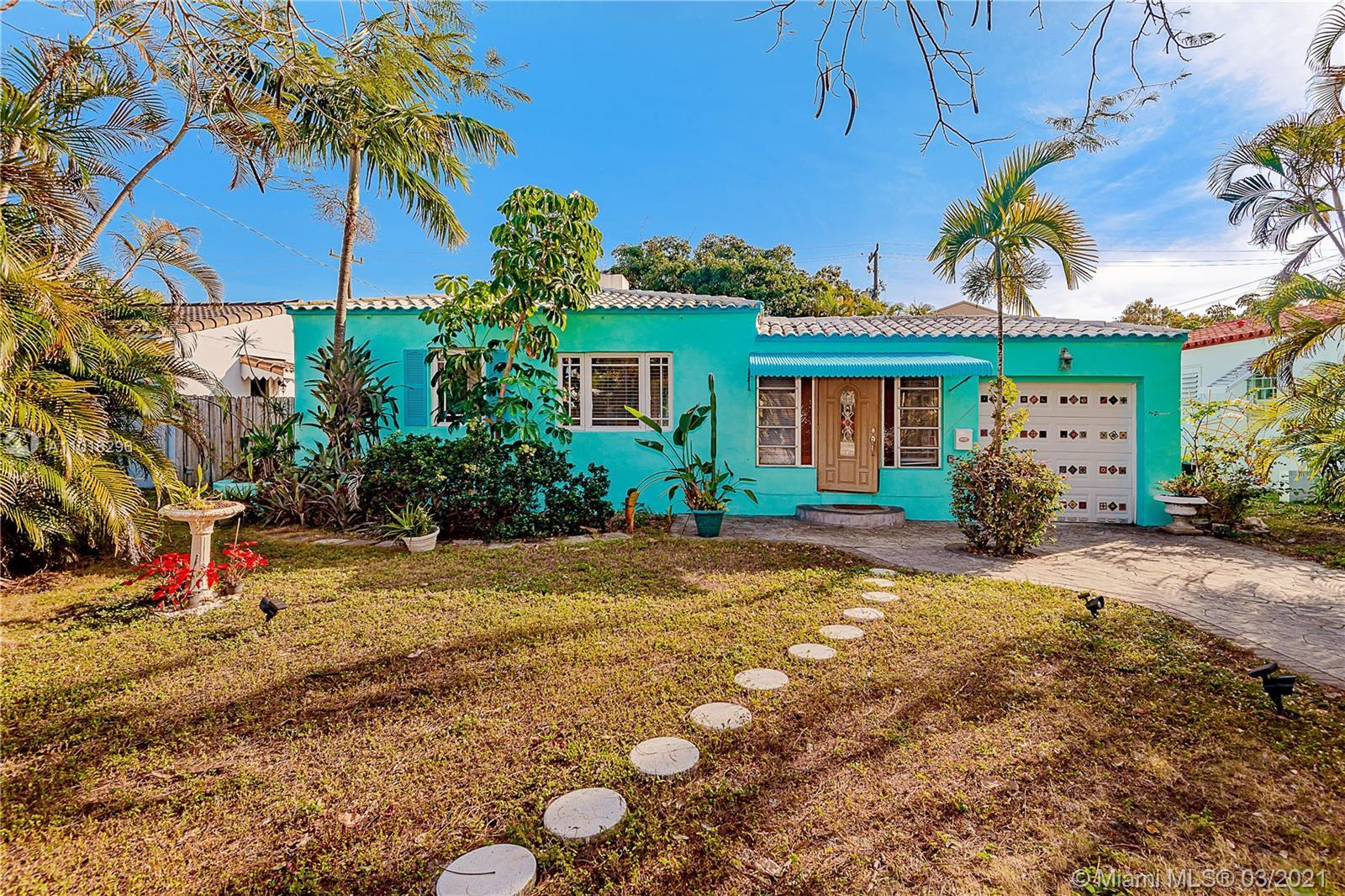 BACK TO THE MARKET!!! 4/4 Hollywood Gem with all it has to offer, sqf bigger than tax, only five min