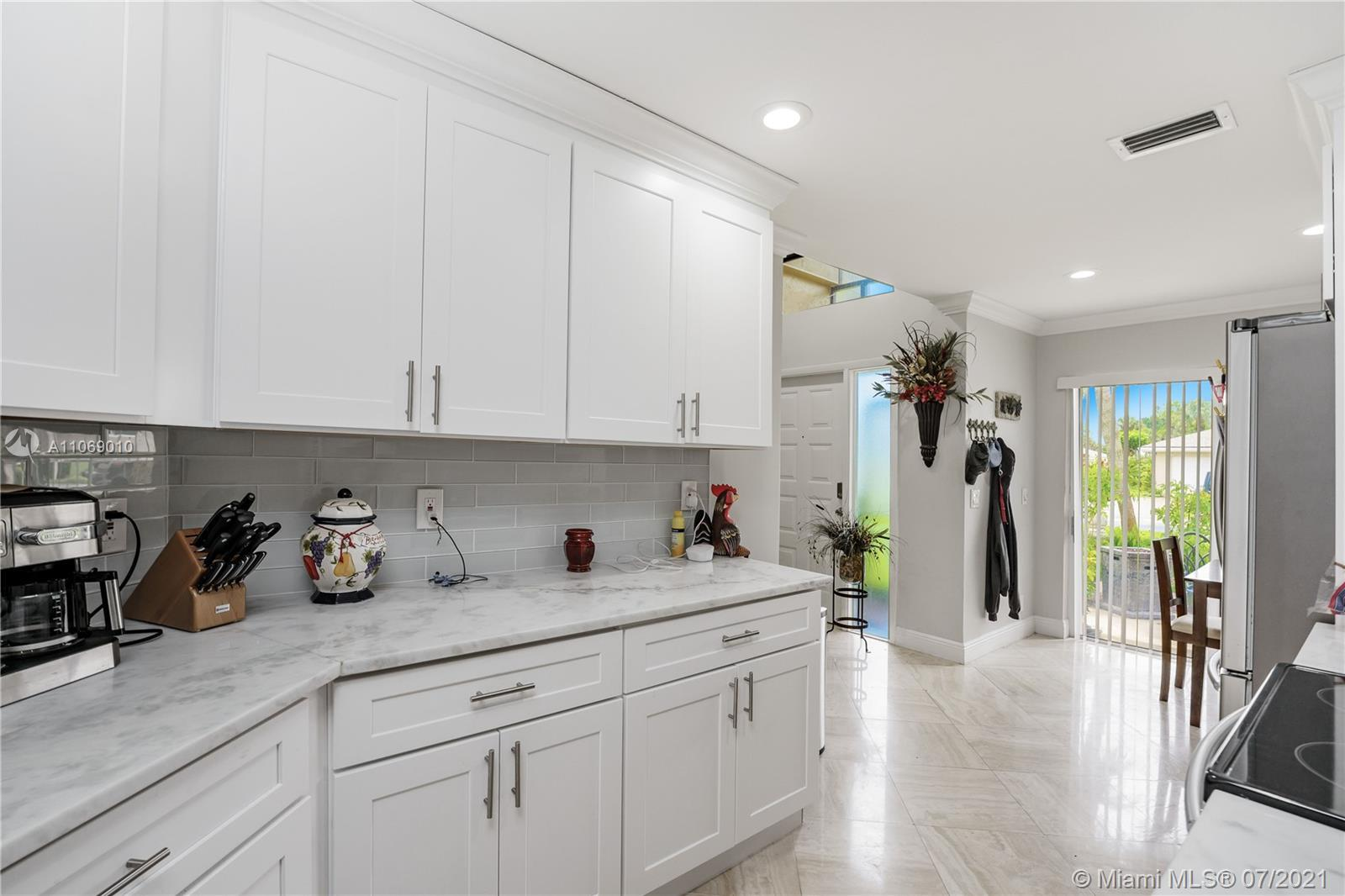 Florida Paradise, this is a gem, open concept house. This 2 Bedrooms 2.5 Bathrooms Villa has high ce