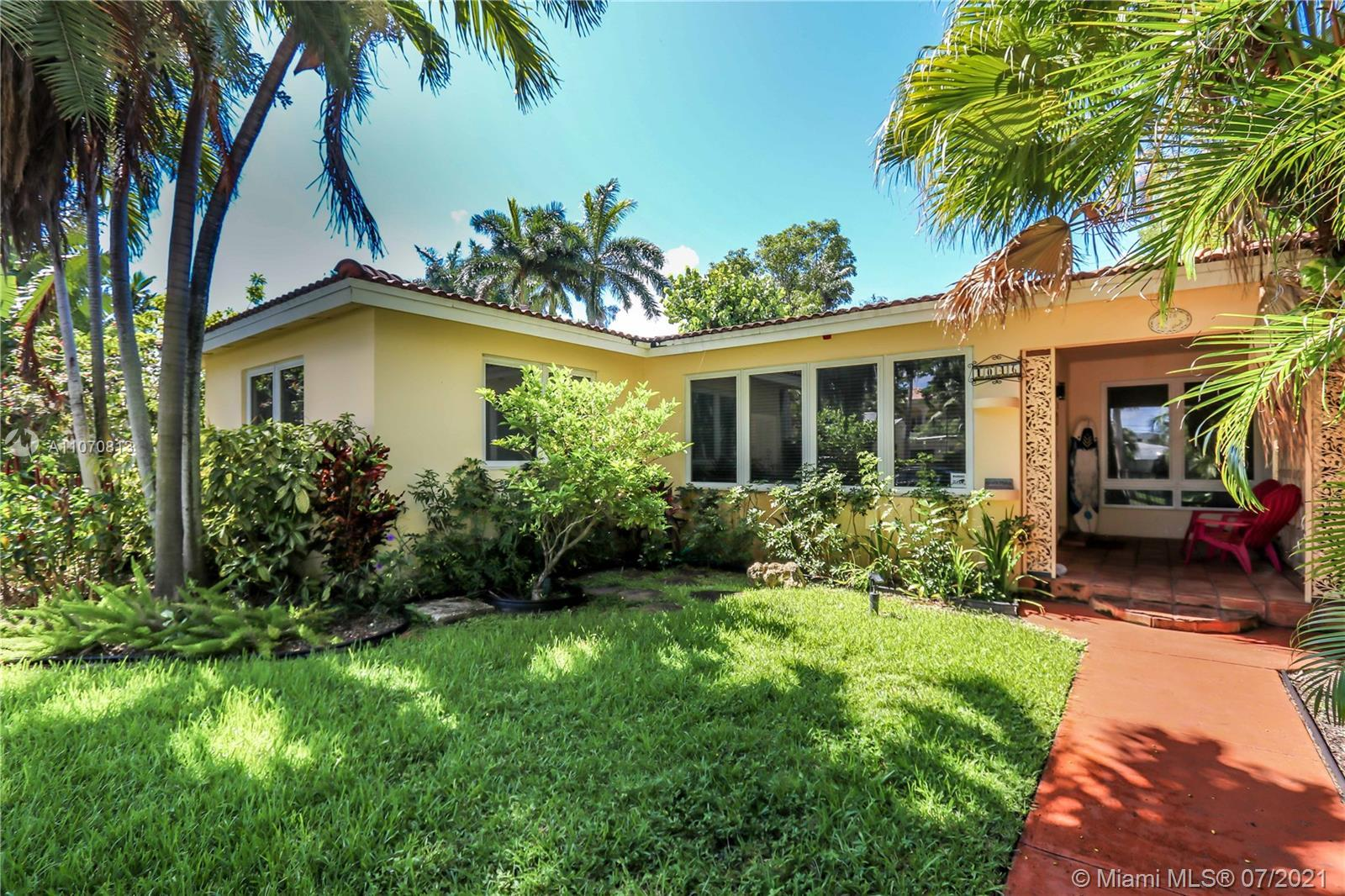 3BD/2BA PLUS DEN THAT CAN EASILY BE CONVERTED TO A 4TH BEDROOM IN BEAUTIFUL HOLLYWOOD LAKES AREA! TH