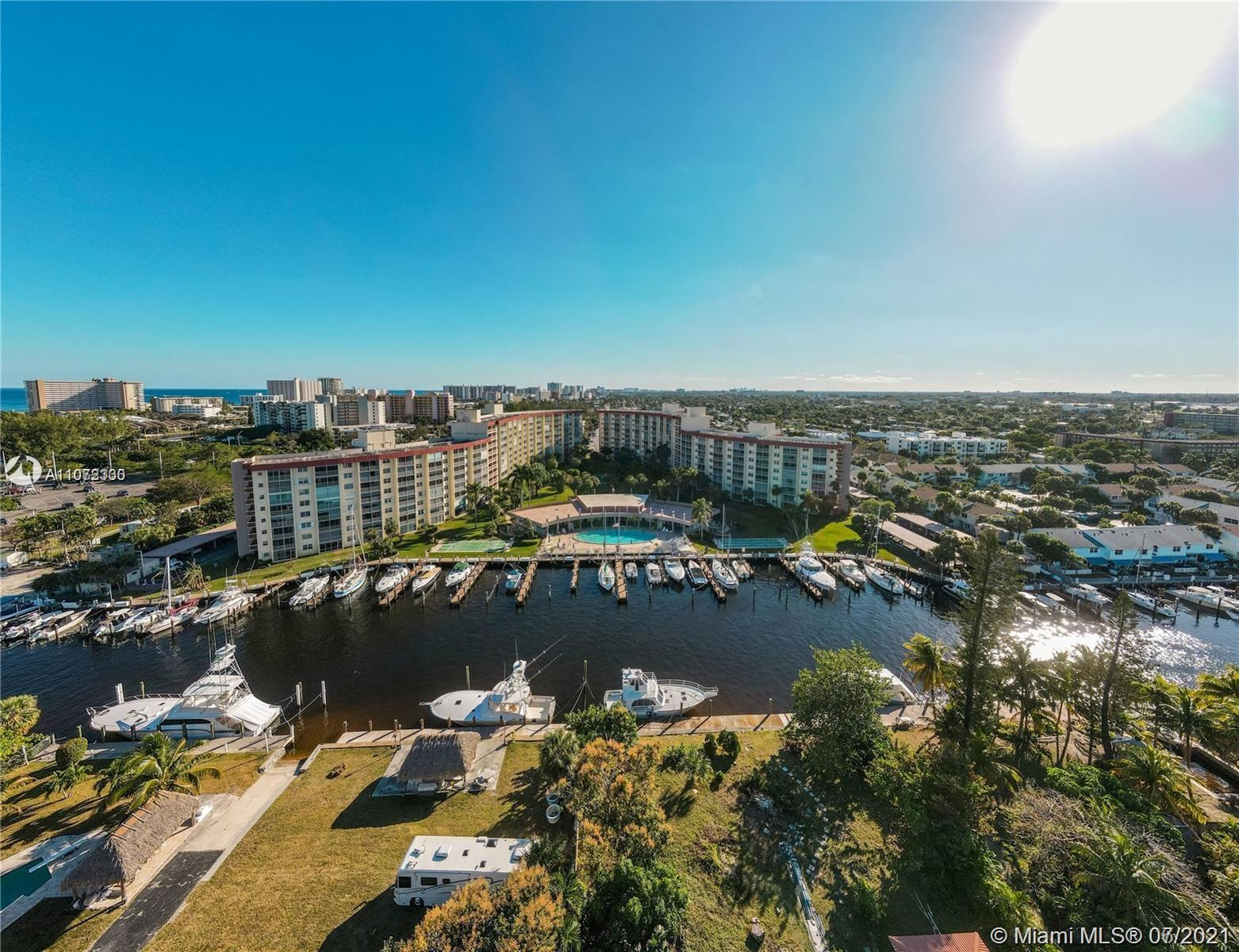 Awesome Location Intercostal, walking distance to the beach, 1 Bedroom 1.5 Bath condo in Garden Aire