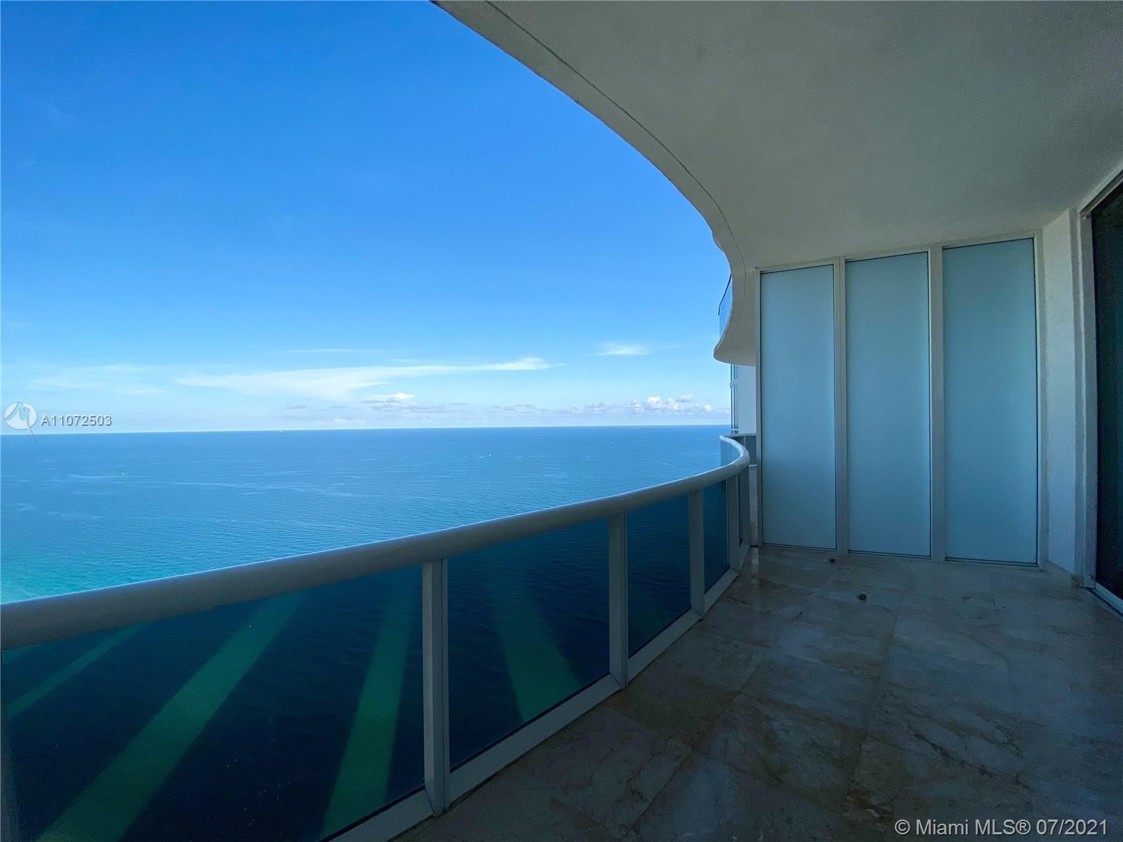 AMAZING DIRECT OCEAN VIEWS FROM THIS 2BED + ENCLOSED DEN AND THREE FULL BATHROOMS LUXURY UNIT. ENJOY