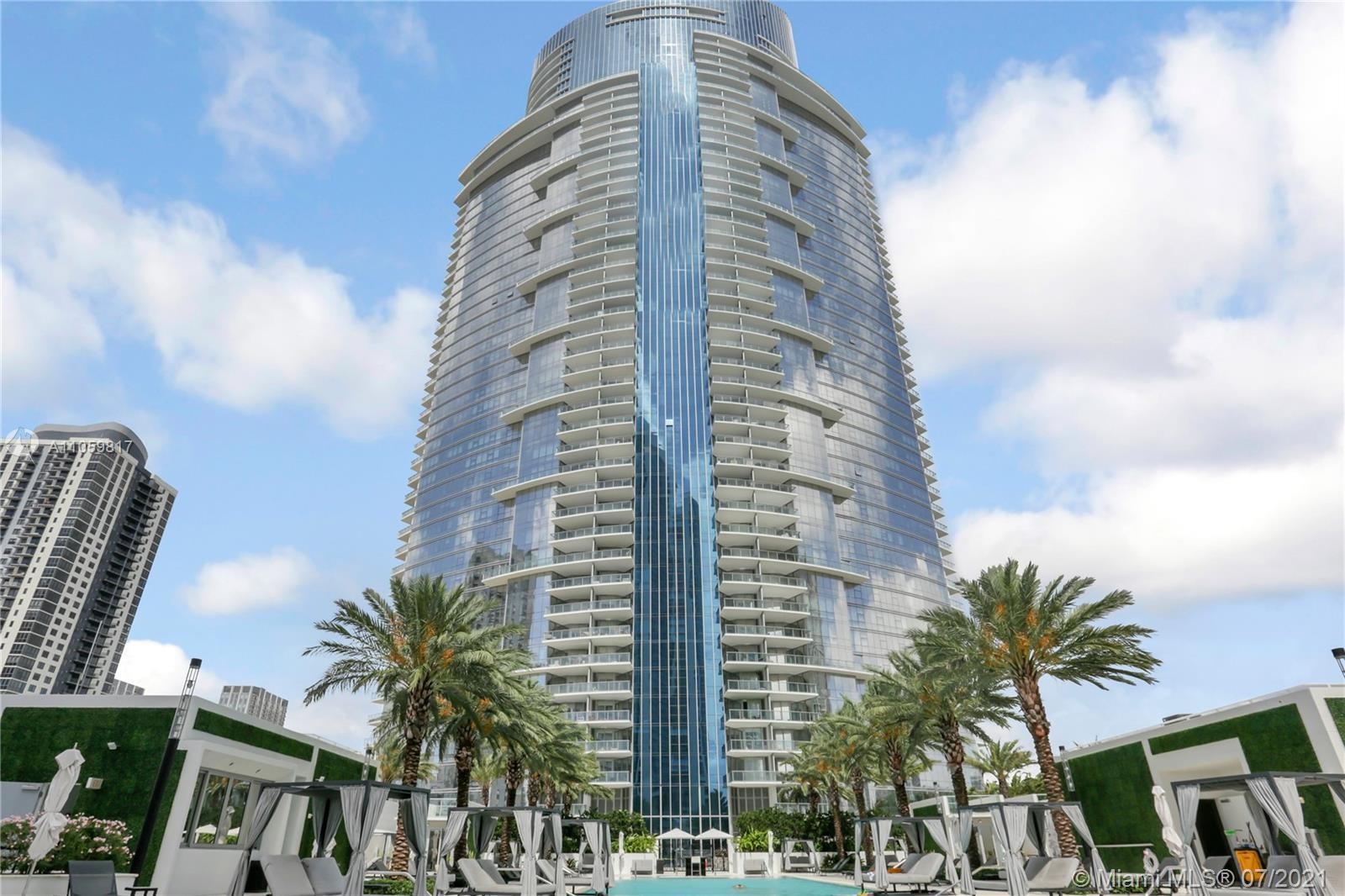 Residing in one of the most amenity rich buildings in the world, this 29th floor unit offers stunnin